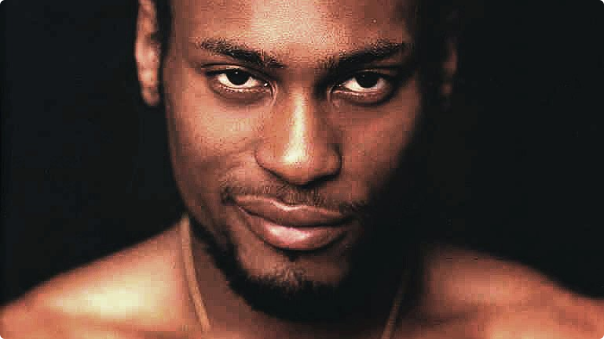 D'Angelo looking hot with those eyes and that smirk on his mouth omg.jpg