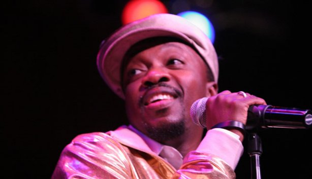 Anthony Hamilton up on stage with a great smile.jpg