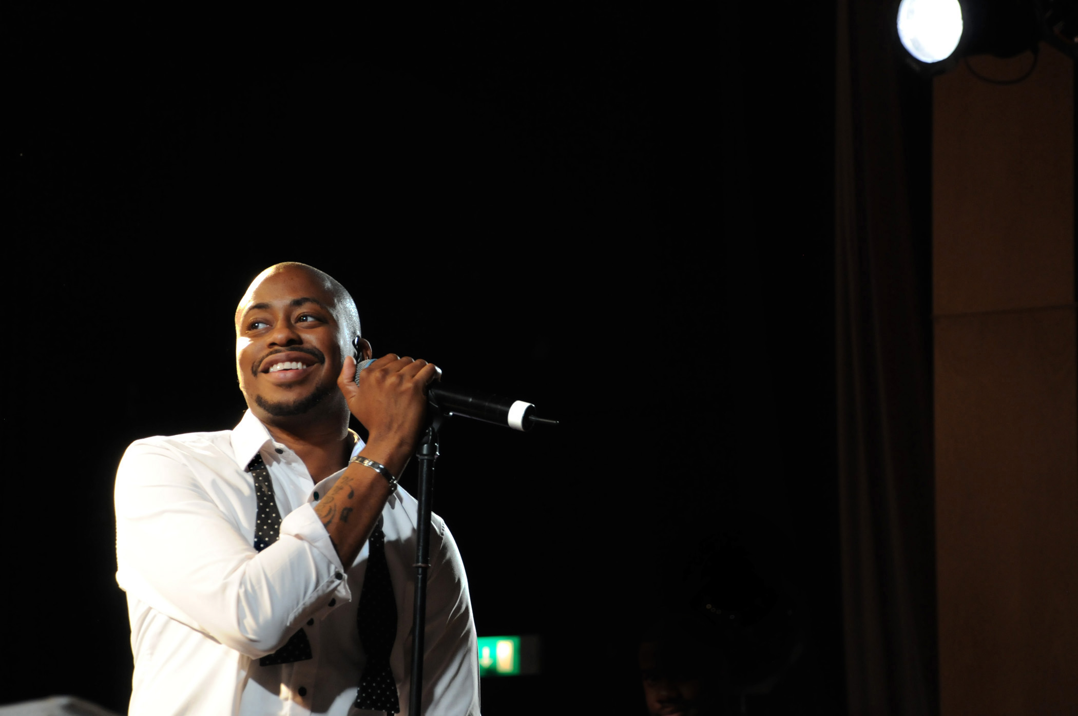 Raheem DeVaughn and his extremely hot eyes and smile OMFG.jpg