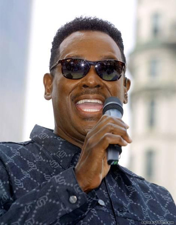 Luther Vandross singing into the microphone as he can't see the haters.jpg