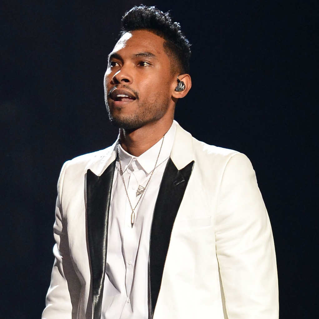 Miguel looking fucking beautiful at the 2013 Billboard Music Awards.jpg