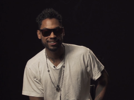 Miguel looking fucking beautiful in an interview with VH1.jpg