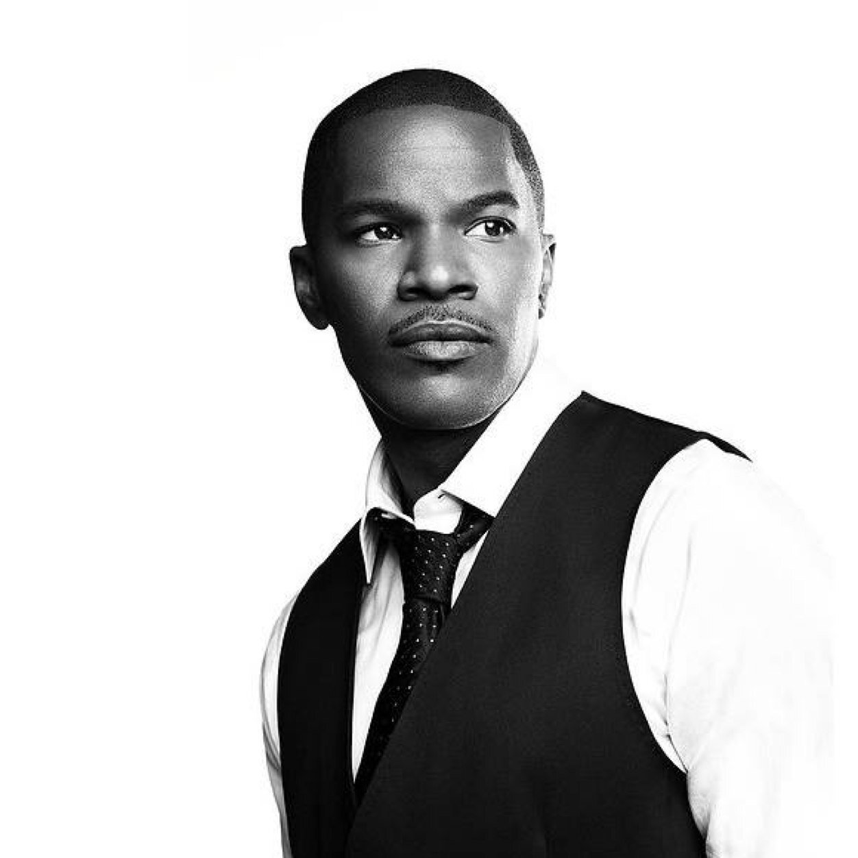 Jamie Foxx looking extremely hot in a greyscale photo.jpg