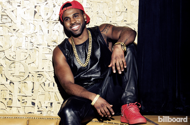 Jason Derulo posing and looking really hot omg.jpg