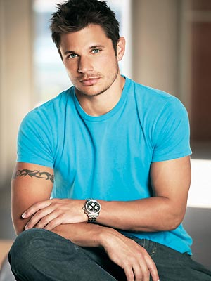 Nick Lachey wearing a turquoise shirt and looking hot.jpg