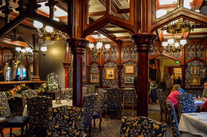disneyland_paris_walts_restaurant_fantasyland_dining_room2-680x451.jpg
