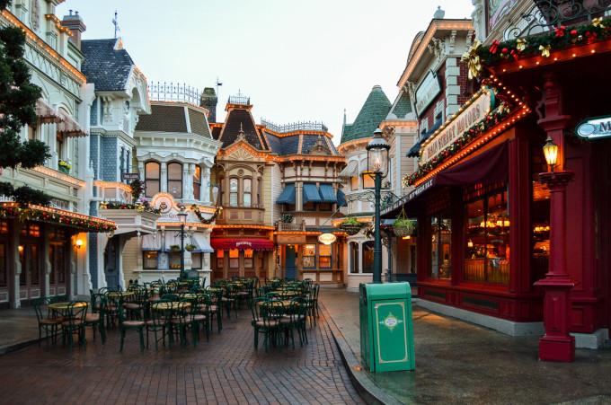disneyland_paris_market_house_deli_outdoor_seating-680x451.jpg