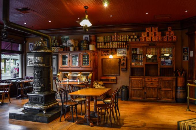 disneyland_paris_market_house_dining_room_stove-680x451.jpg