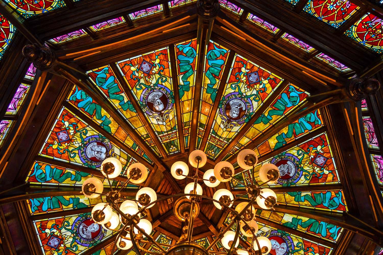 disneyland_paris_emporium_ceiling_details3.jpg