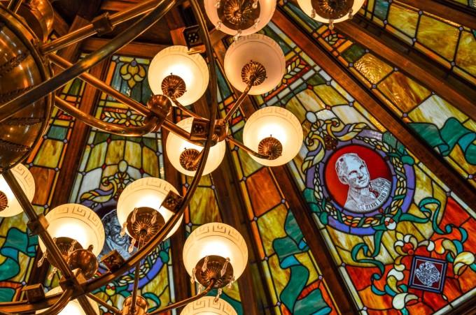 disneyland_paris_emporium_ceiling_detail2-680x451.jpg