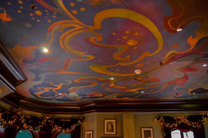 disneyland_paris_walts_restaurant_discoveryland_dining_room2-680x451.jpg