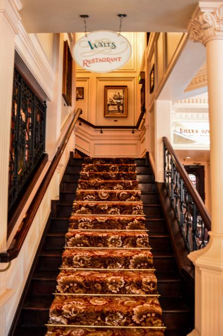 disneyland_paris_walts_restaurant_lobby6-451x680.jpg