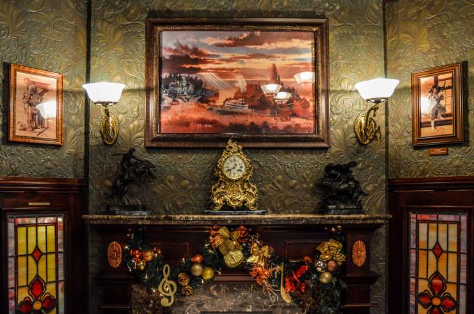disneyland_paris_walts_restaurant_frontierland_dining_room4-680x451.jpg