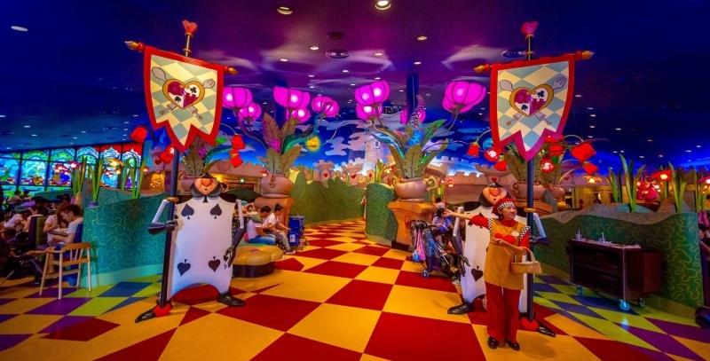 queen-of-hearts-banquet-hall-tokyo-disneyland-entry-way-400x267@2x.jpg