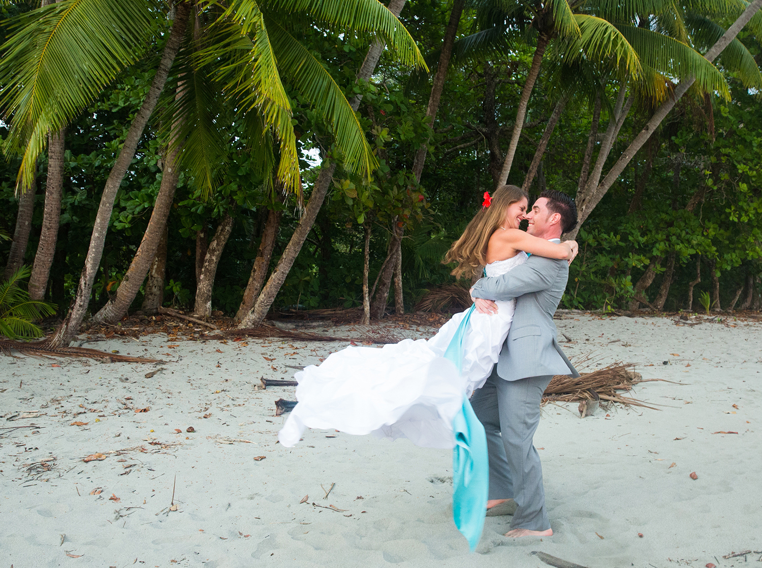 CostaRica_BeachWedding_MichelleGirardPhotography14.jpg