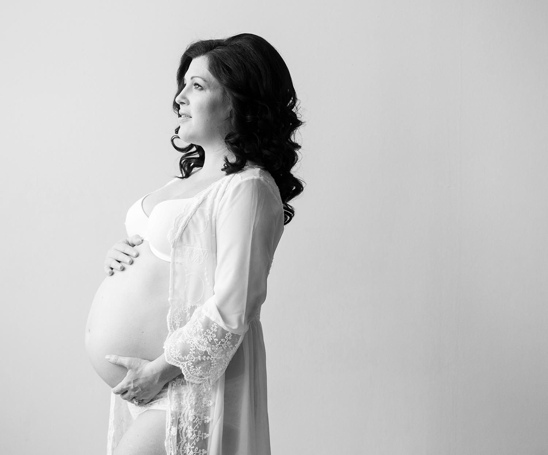 MaternityPhotography_BlackAndWhite_MichelleGirardPhotography009b.jpg