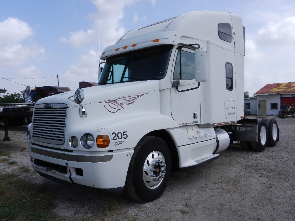 2003 Freightliner Century Class  Cummins  ISX 475HP, Jakes, 10 speed Transmission, Air ride suspension, Double  Bunk Sleeper, Alluminum front wheels, 22.5 tires, air condition, 800k  original miles      SOLD