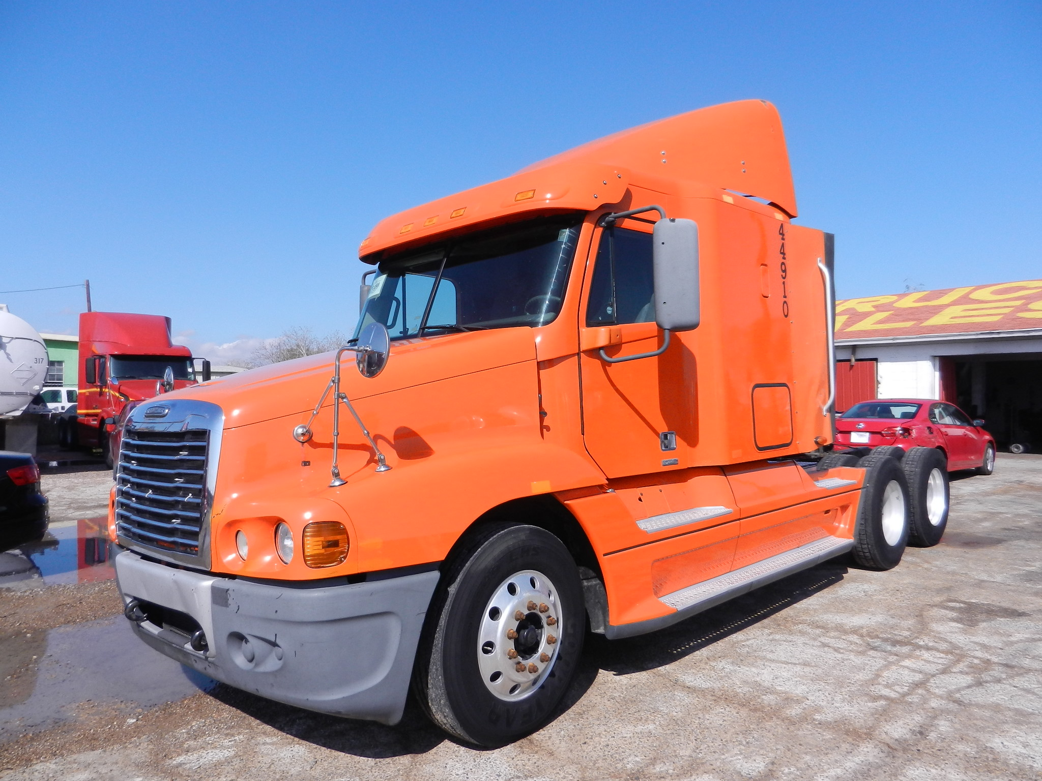 2006 Freightliner Century Class  Detroit 12.7L 475HP, Jakes, 10 speed Transmission, Air ride suspension,mid roof Sleeper, Alluminum front wheels, 22.5 tires, air condition, 530k  original miles      SOLD