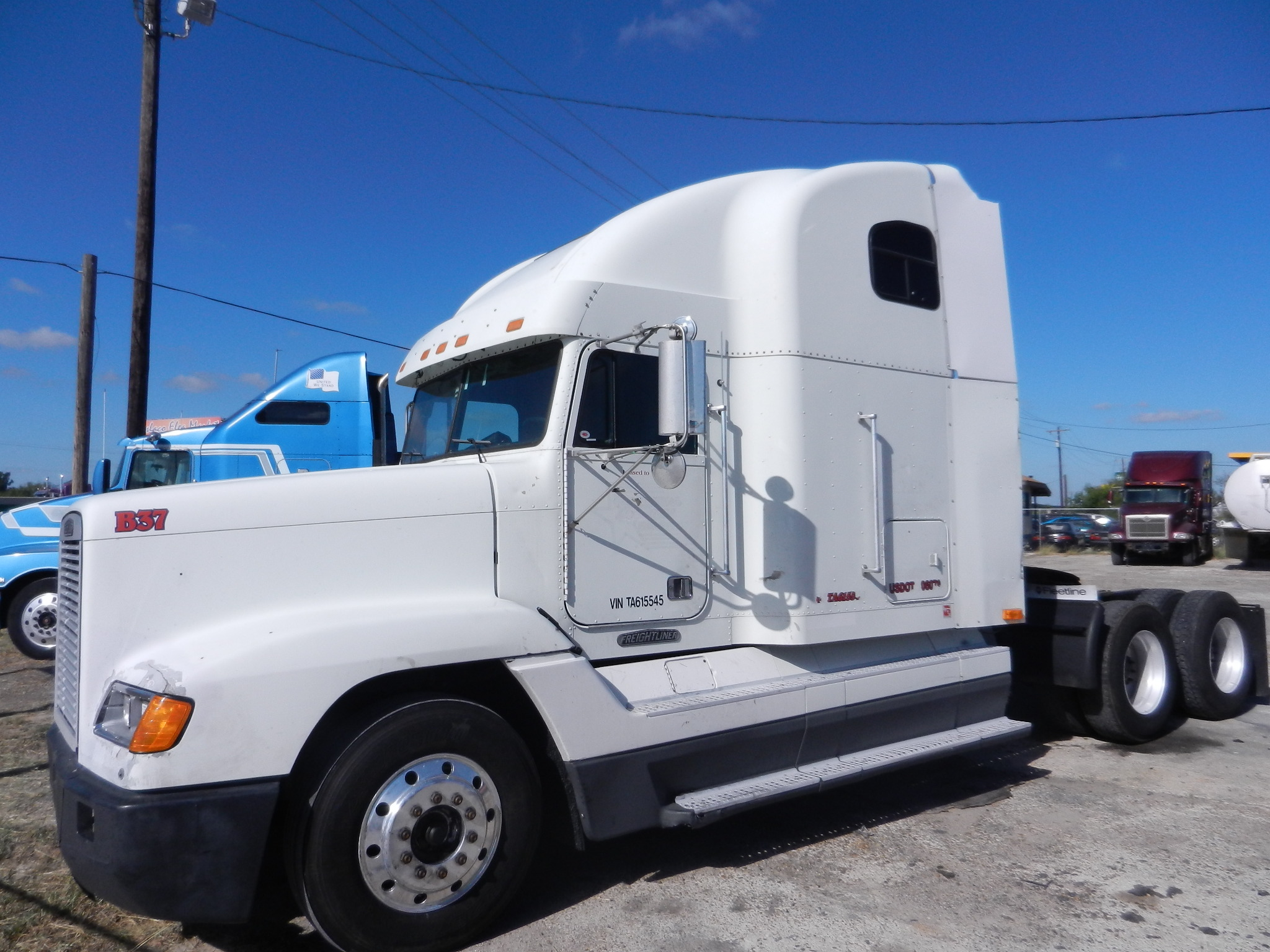 SOLD    1996 Freightliner FLD120 Condo   Detroit 12.7L 470hp, jakes, 10 speed, air ride, double bunk, aluminum wheels, sliding 5th, 40k lbs rears   $8900 dlls