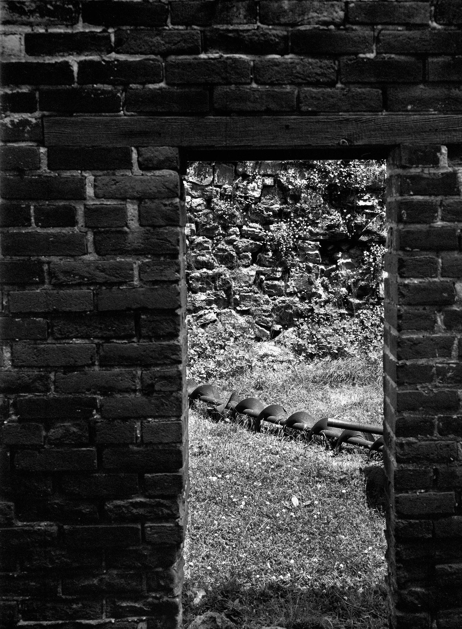 4x5_for_365_project_0160_Bethlehem_HD_brick_wall_and_screw.jpg