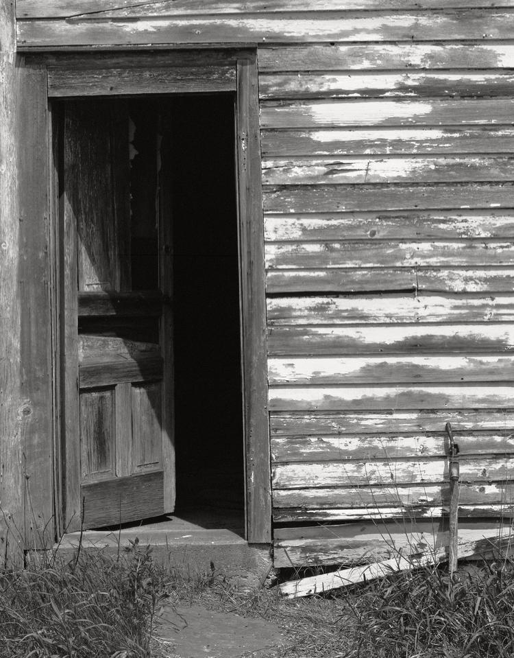 Hayfield_Farm_2015-05-09_SG4x5_241mm_RedDotArtar_Arista200_Rodinal_1-50_Workers_Cabin_door.png