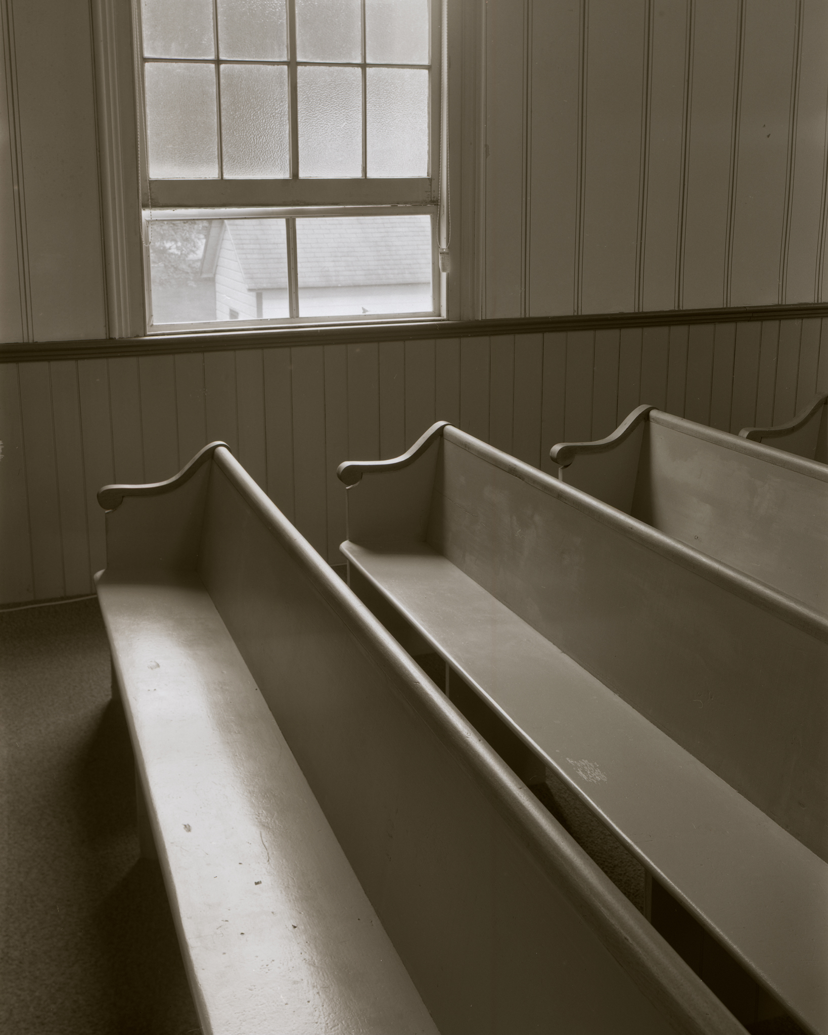 Walpack_Methodist_Church_2018-09-23_Intrepid_MK3_4x5_120mm Symmar_HP5_400_at_400_PyrocatHD_1_1_100_church_pews_and_window_001.jpg