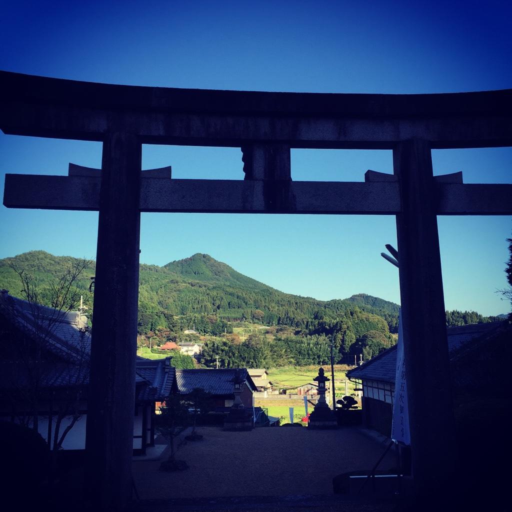 八咫烏神社より伊那佐山を望む