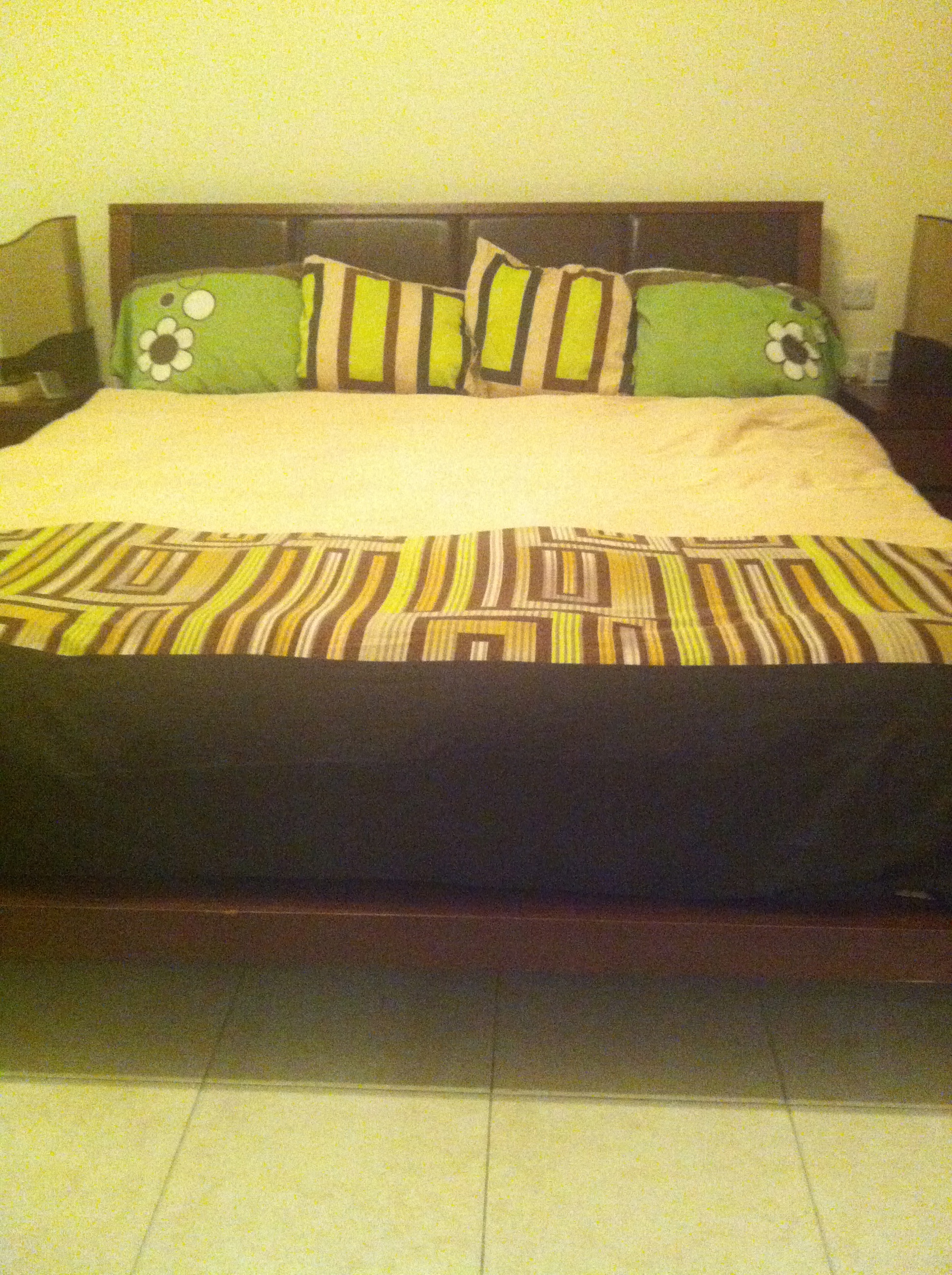 Et voila!  Bed freshly made.   (I was going for that 'previously slept in' look.)