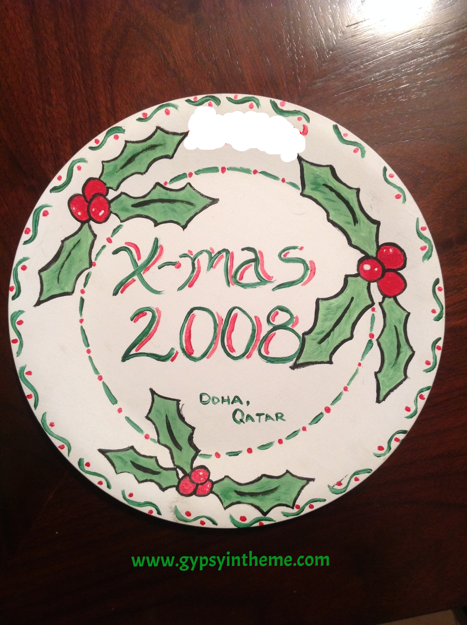 A wooden plate I painted during our first years in Doha.  We didn't have many decorations to put up back then ...