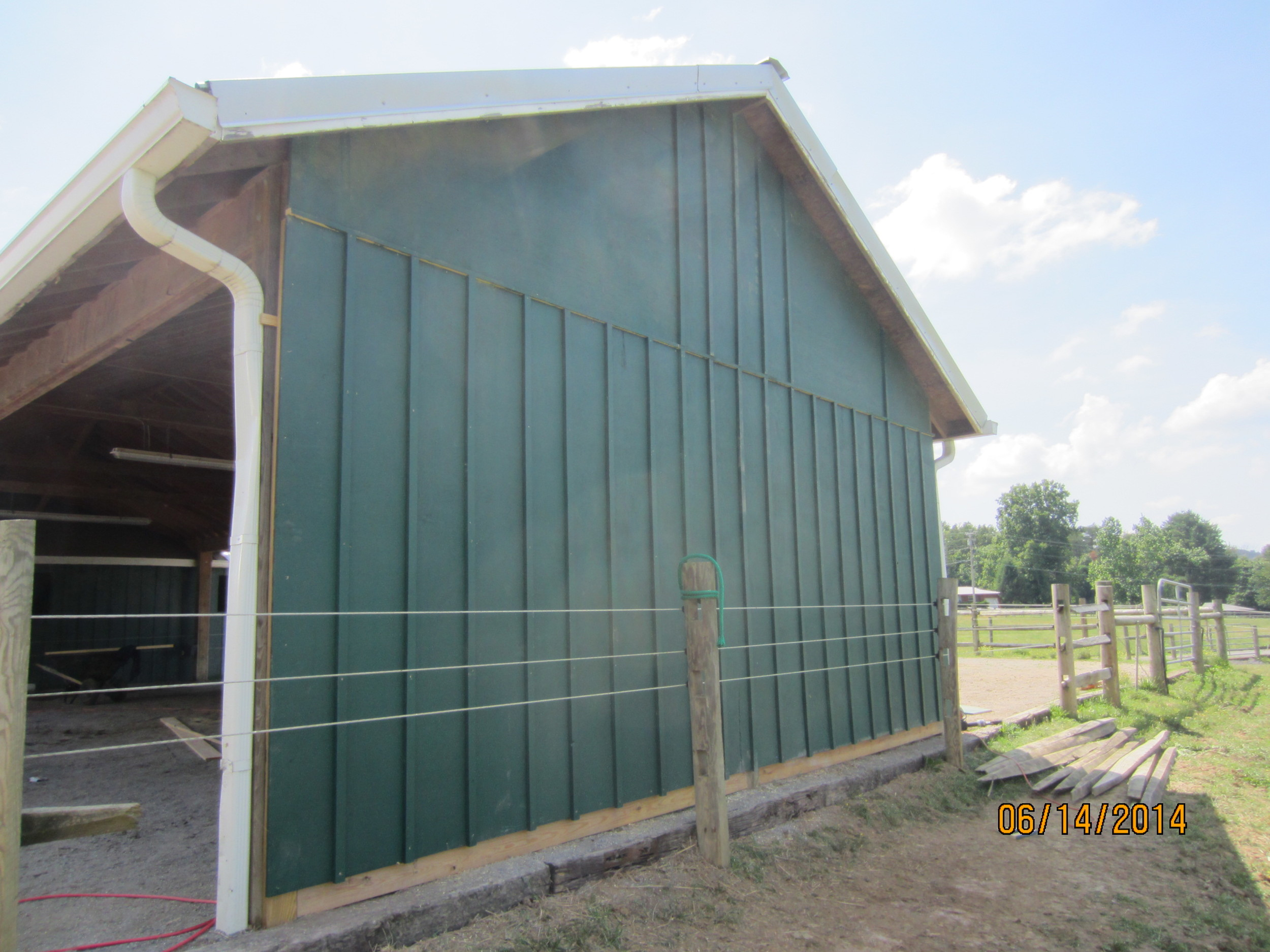 This is the finish of the end curtain wall on the stables. We ran out of material for the battens, so WVR staff will finish up on Monday.