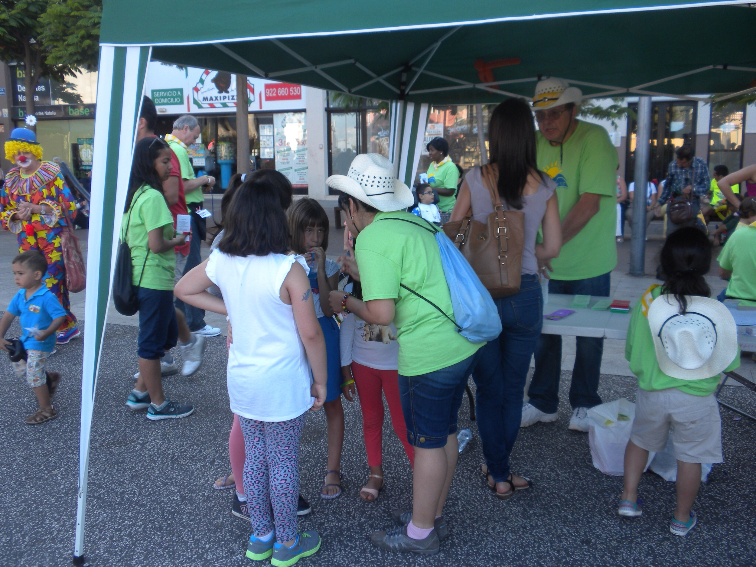 Team members from Madrid and JFBC were available at the Salvation tent to talk with people who had questions.