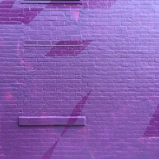 Sheen change. #mural #isometric #geometricart #muralonmott #streetart