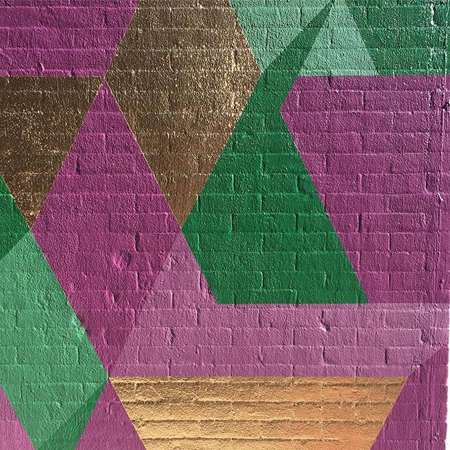 Looking shiny @spacenk #mural #isometric #geometricart #muralonmott #thebeautywishlist #streetart