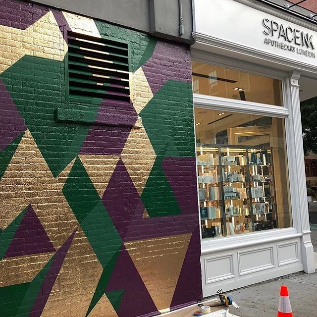 Finished mural for @spacenk at Prince and Mott in SOHO NYC #muralonmott #thebeautywishlist #mural #isometric #geometricart #streetart #geometric #gold check it out @lawrence_fine_art