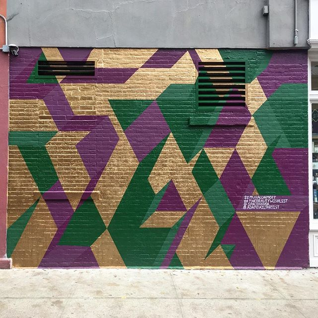 Finished NYC mural for @spacenkusa. This was a great project. #muralonmott #thebeautywishlist #mural #isometric #gold #spacenkusa #streetart #geometricart #adamdailyartist #soho  #NYC