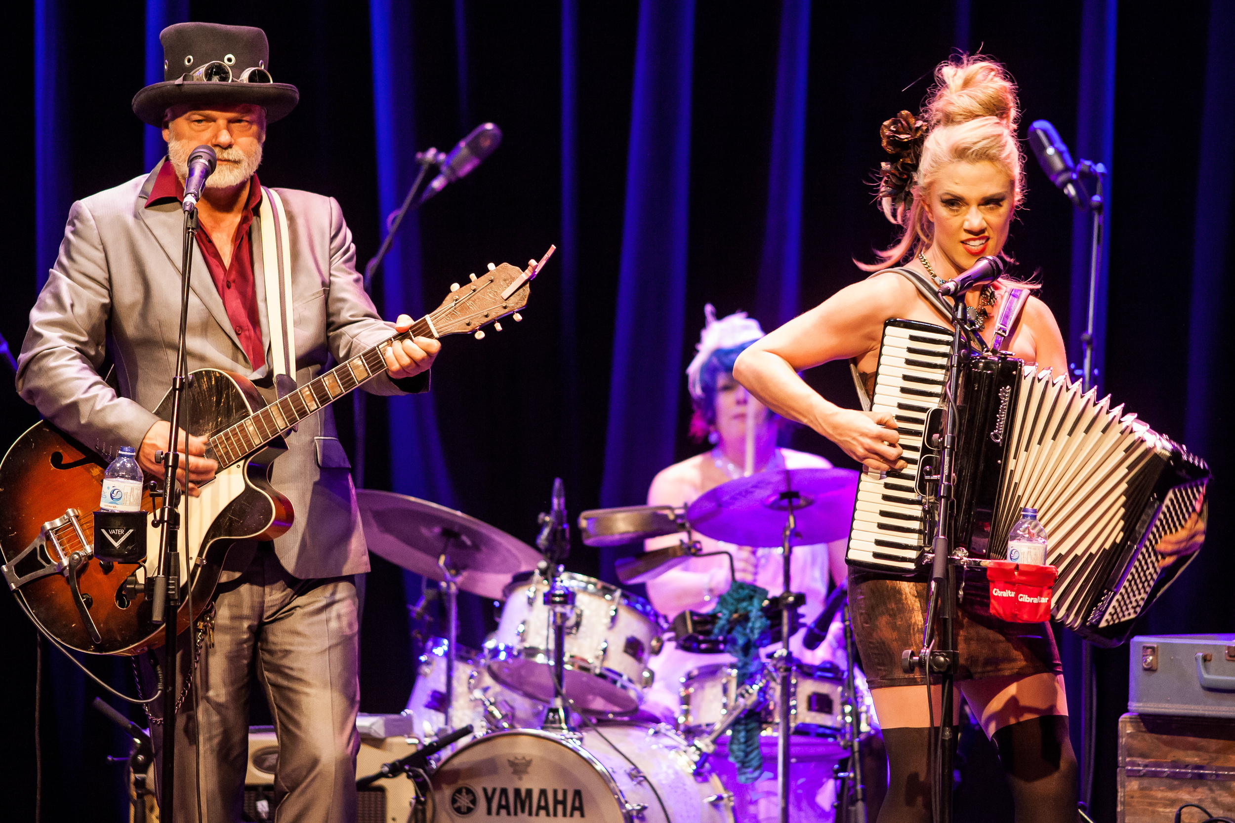 I'll admit, I had never heard Fred Eaglesmith prior to Exclaim! hiring me to shoot his show at the Park Theatre. My friend and fellow Exclaim! contributor Sheldon assured me that we were in for a good time. Eaglesmith's merry band of pranksters are like a psychedelic roadshow that set out on the open road sometime in the 60's and still haven't run out of gas.
