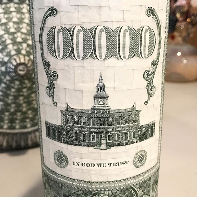 ✖ Wine label made entirely of 💵 ✖