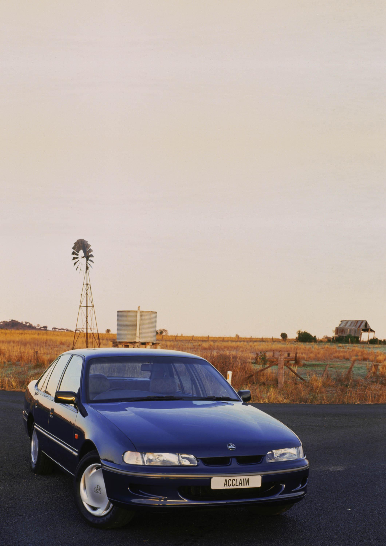 VR Holden Commodore (1993-1995)