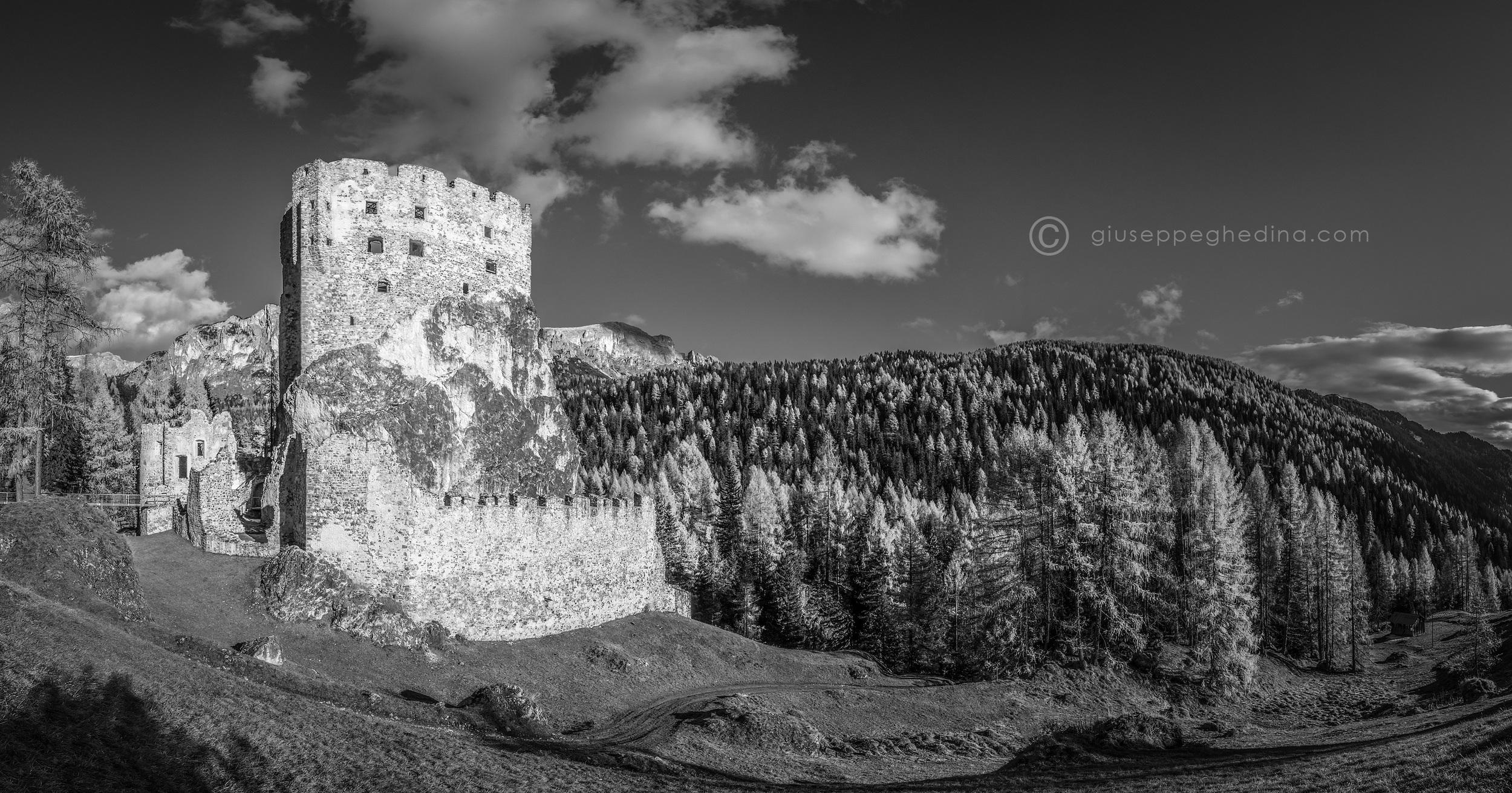 20141103_300-Panorama_photo_giuseppe_ghedina_castello_andraz.jpg