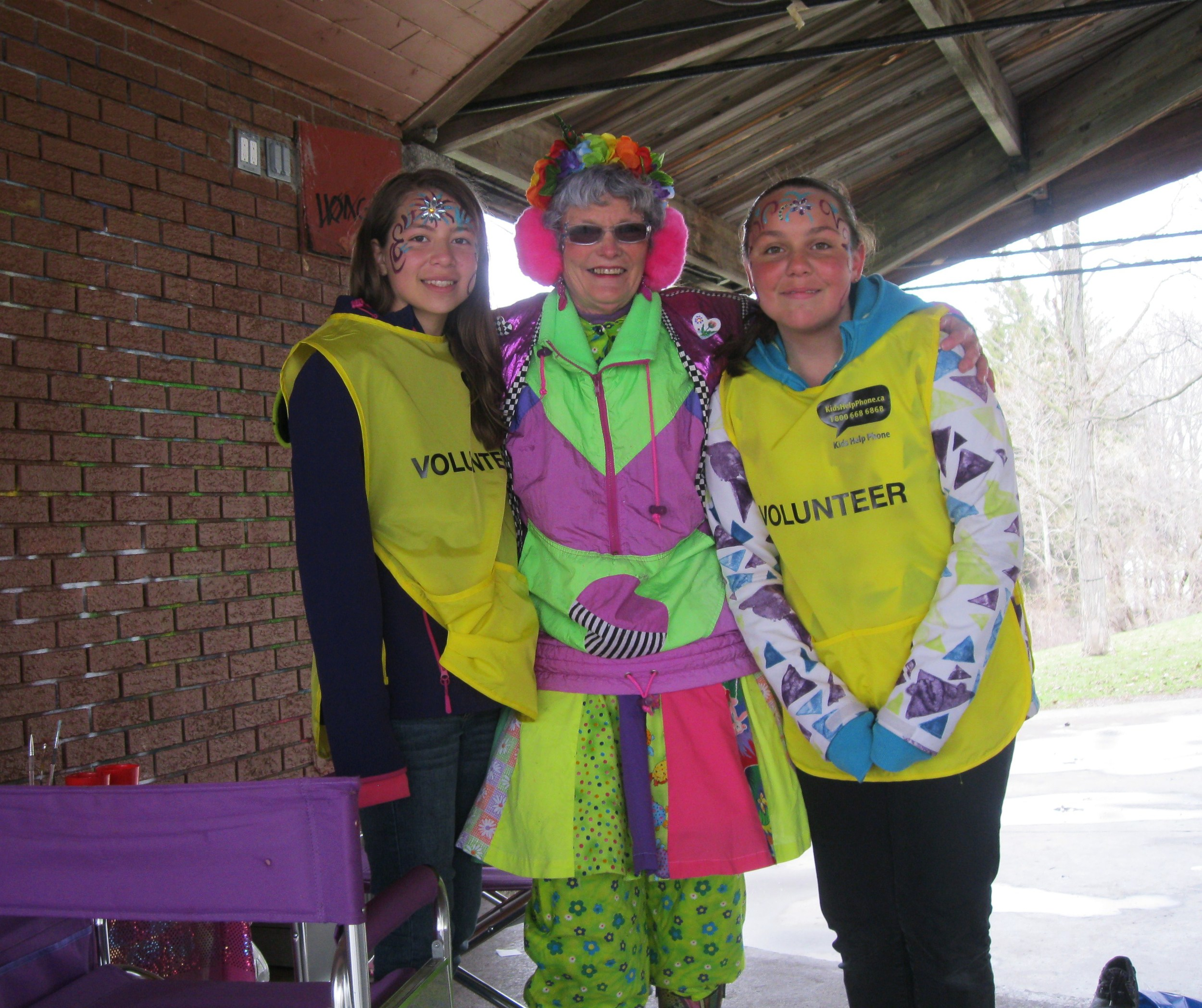 Sharon from Checkers Entertainment Services facepaints two high school walk volunteers