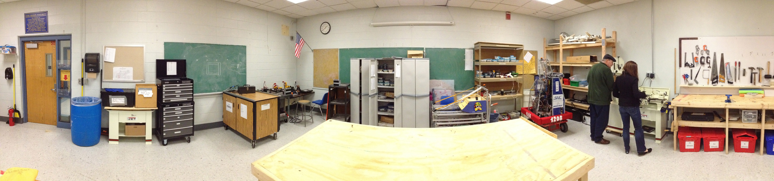 A panorama of Team 1208's amazing workshop...