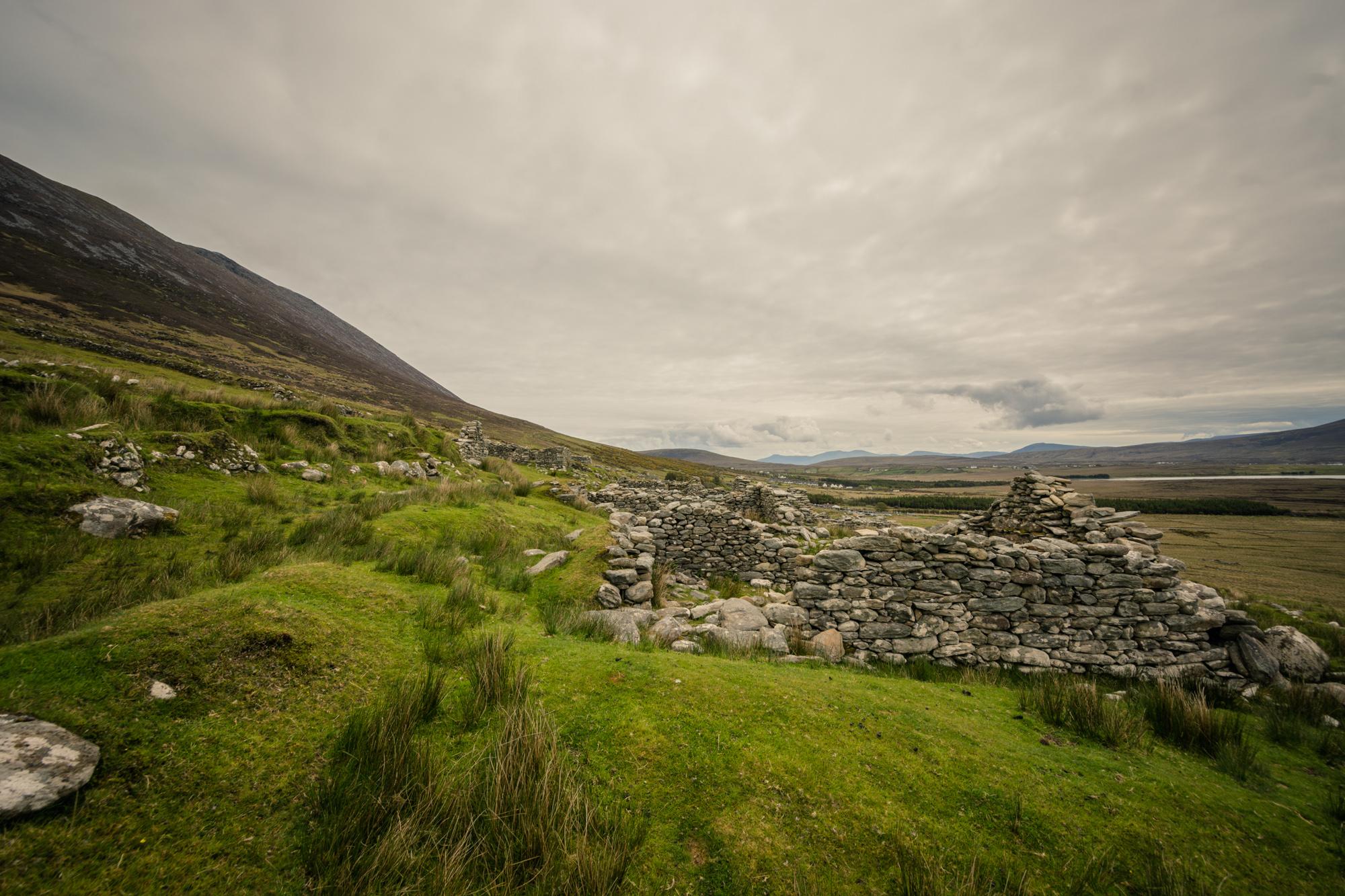 Deserted Village, Achil
