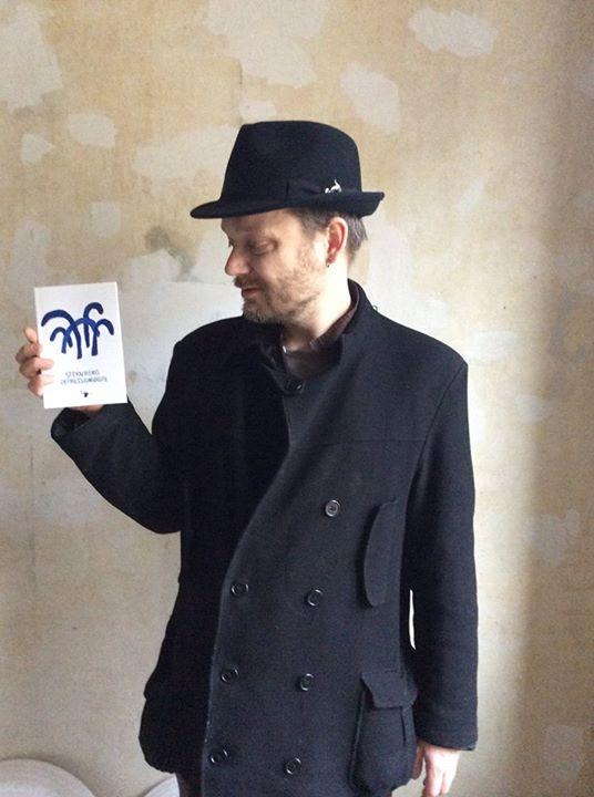 Sternberg med bog
