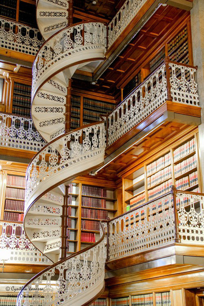 Knowledge and learning in a beautiful Florentine library