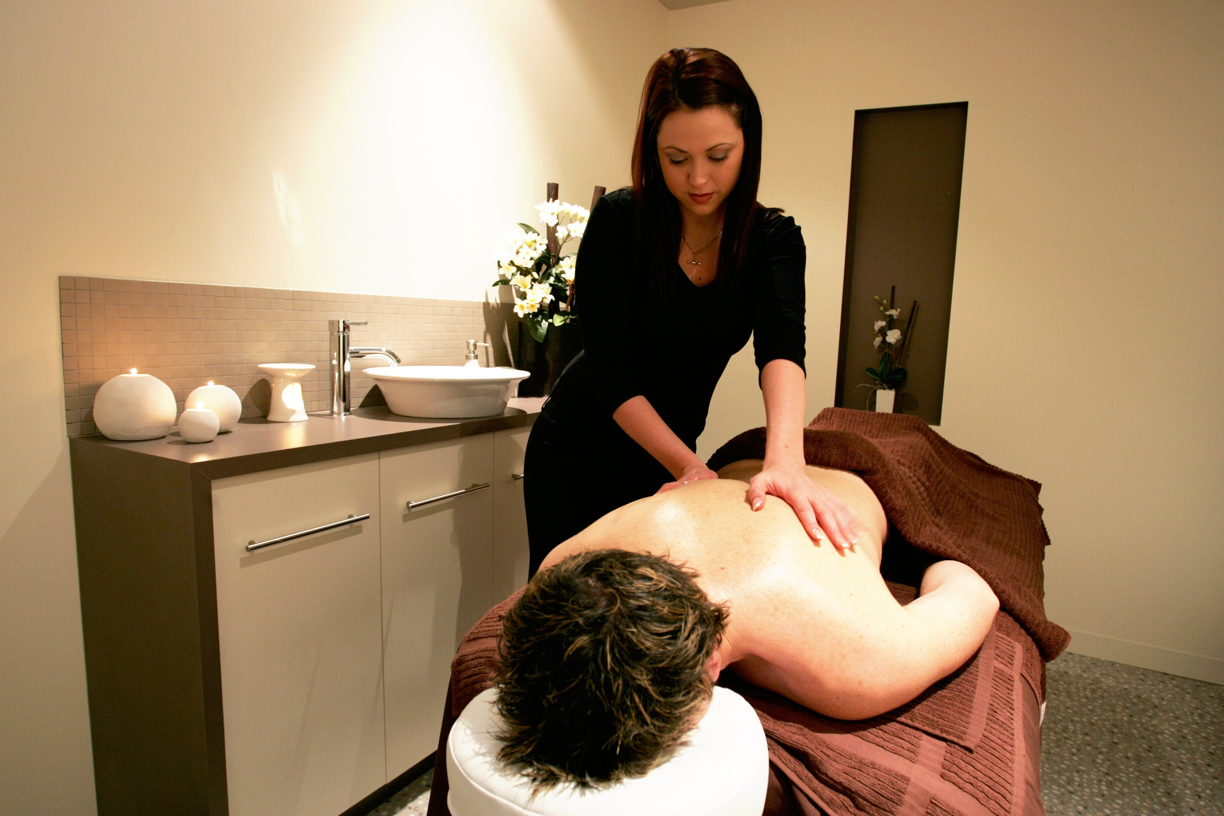 Monday - FridaySpring Special - Warm up with this winter with our relaxing 90min Winter Package:45 minute relaxation massage45 minute spa facial includes a scalp massage+ a free gift!for only - $140*Ask us about upgrading or extending your treatments!*Conditions apply. Available Mon-Fri onlySpecial offer not valid on Sundays or Public Holidays.Treatments not to be split or shared.Mention this promo at time of booking to ensure the special applies to you. Limited appointments available.