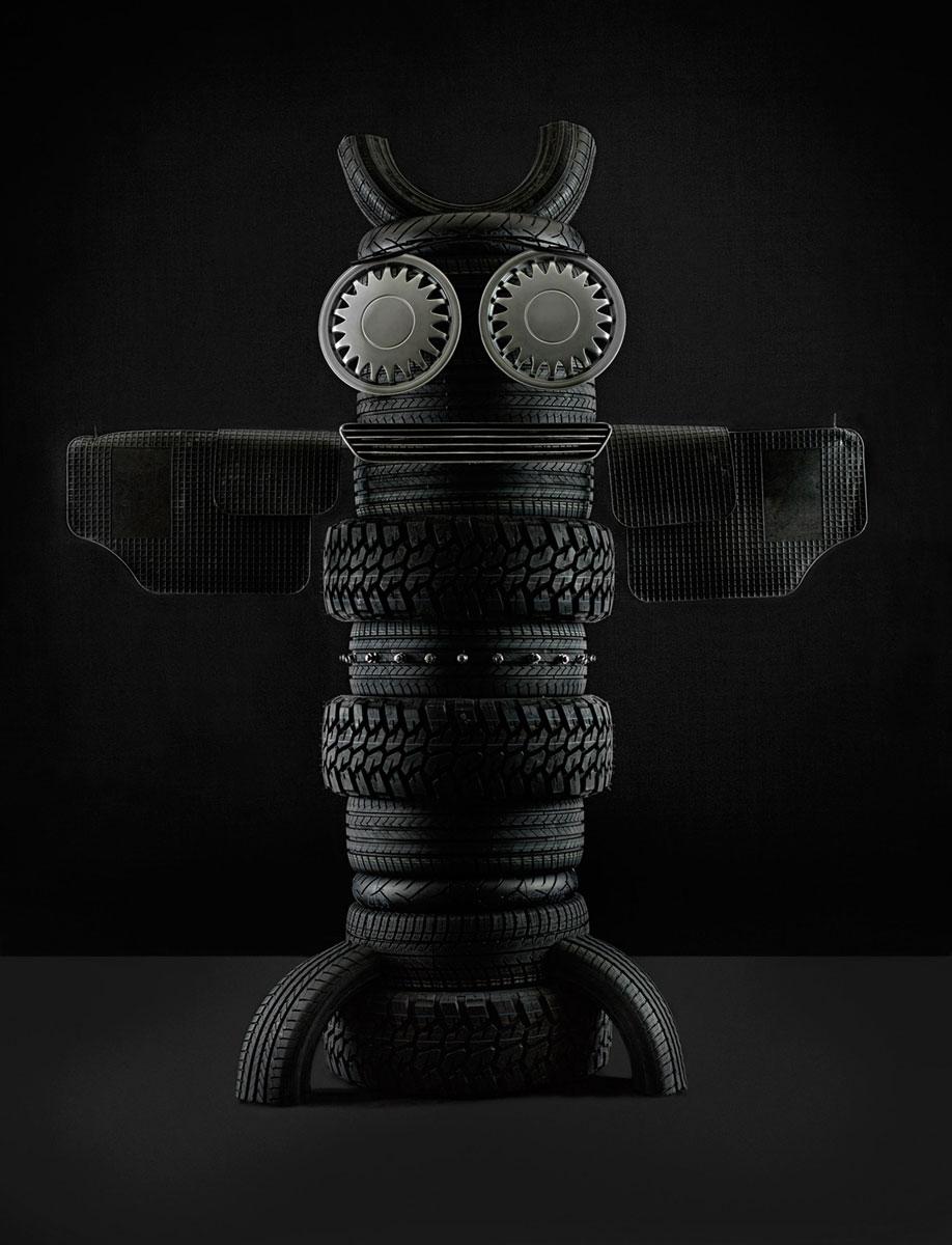 Goodyear fik Illenberger til at lave en række totempæl-inspirerede figurer af dæk m.m til deres kampagne.