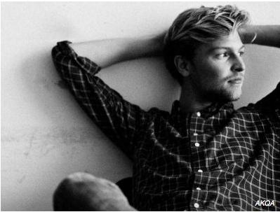 Danske Nicolai Smith er på listen over verdens mest kreative unge i branchen. Han er til daglig associate creative director hos AKQA Paris. Satme godt gået, Nicolai.