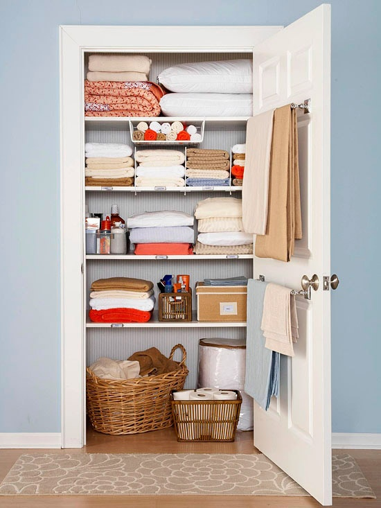 swoon-worthy organized linen closet !