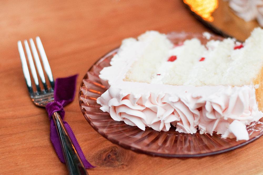 SCRUMPTIOUS wedding cake by  Dulce Desserts . {Alyssa Joy Photography }
