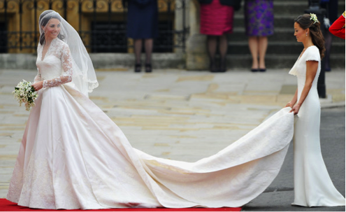 {Pippa and Kate on her big day}  via